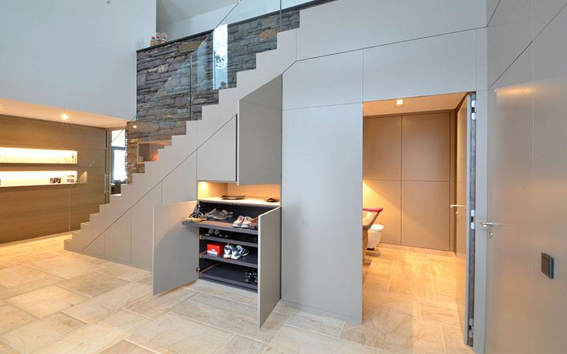 Mit etwas Kreativität werden Treppen selbst zum attraktiven Gestaltungsobjekt und lassen sich reizvoll in den Wohnbereich integrieren.